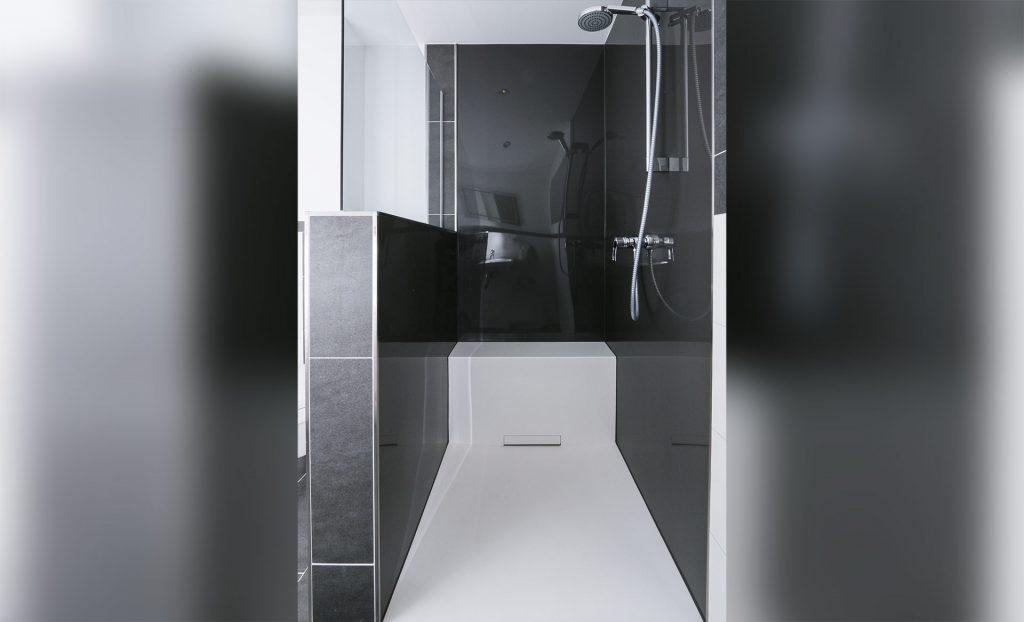 Hochwertige Dusche aus einer Hand