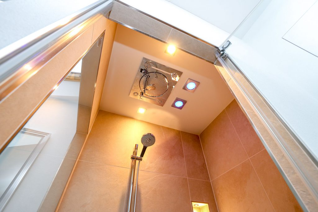 Dusche mit Fensterplatz