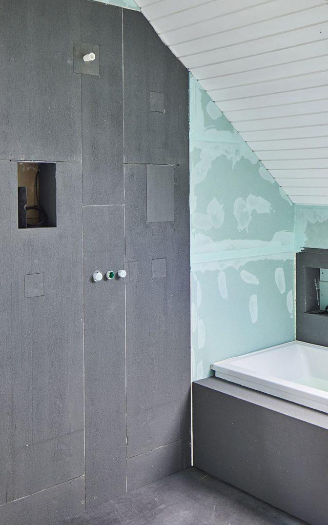 Badgestaltung mit Glaslaminat und Modulen